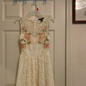 Forever 21 Ivory Floral Pattern Lace Dress